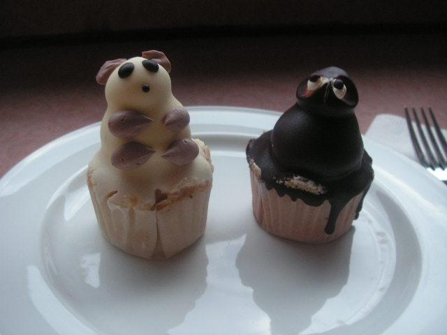 Hanoi_町のケーキ屋のケーキ.JPG